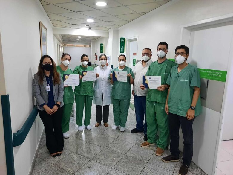 Equipe do Hospital Unimed São Carlos recebe certificado pelo tratamento de pacientes com AVCFoto 2 - Crédito: divulgação