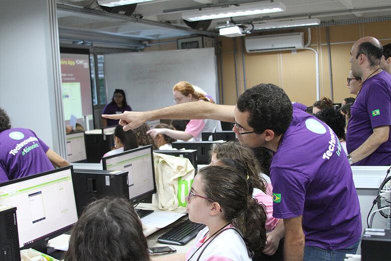TechSchool estimula meninas a desenvolverem aplicativos que podem ajudar a solucionar problemas sociais - Crédito: Denise Casatti