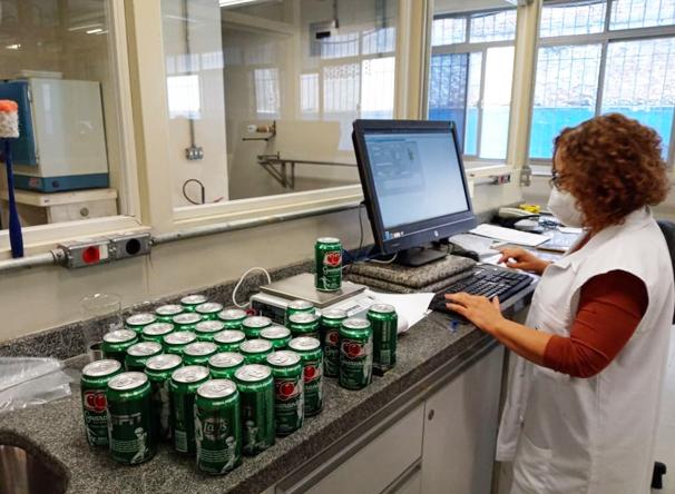 Os fiscais verificaram cinco bebidas gaseificadas e foram todos aprovados - Crédito: Divulgação