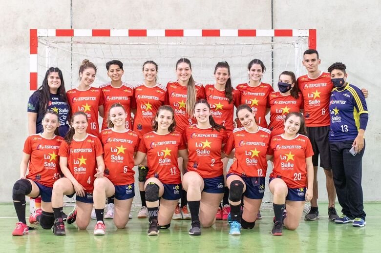 Equipe são-carlense pronta para o desafio: garotas ficam na história esportiva da cidade - Crédito: Marcos Escrivani