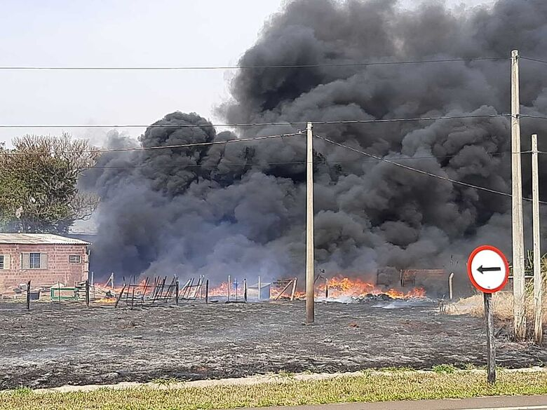 Fogo se alastra rapidamente no Varjão - Crédito: Divulgação