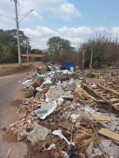 Lixo depositado na rua: desrespeito e falta de higiene - Crédito: Divulgação