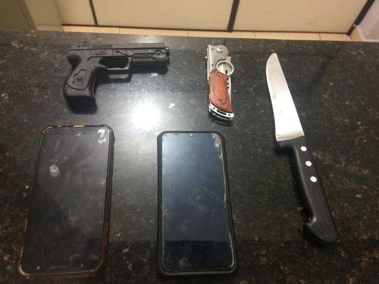 Adolescentes estavam armadas e roubaram um celular - Crédito: Divulgação