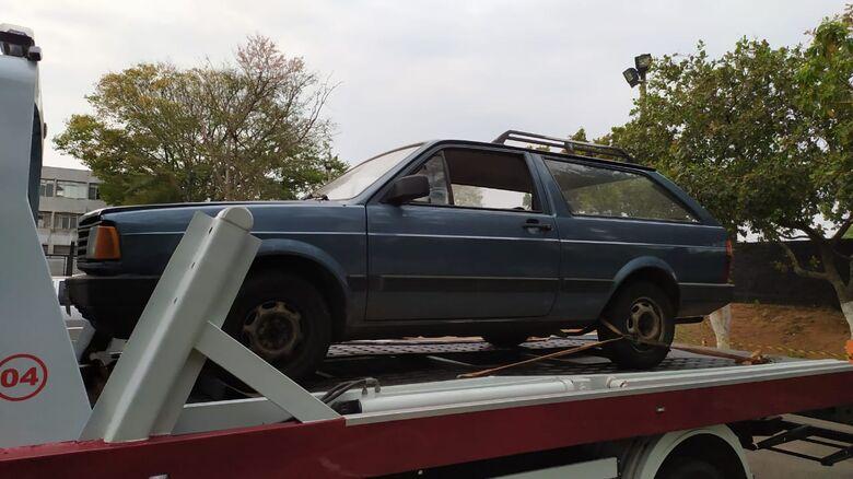 Produto de furto, Parati estava sem bateria e sem peças do motor - Crédito: Maycon Maximino