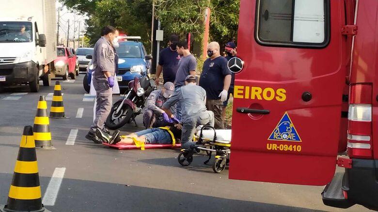 Motociclista durante o socorro realizado pelos Bombeiros da unidade resgate - Crédito: Maycon Maximino