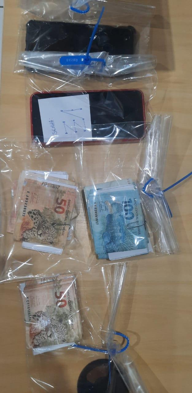 O dinheiro falso foi apreendido: um montante de R$ 7,1 mil - Crédito: Divulgação