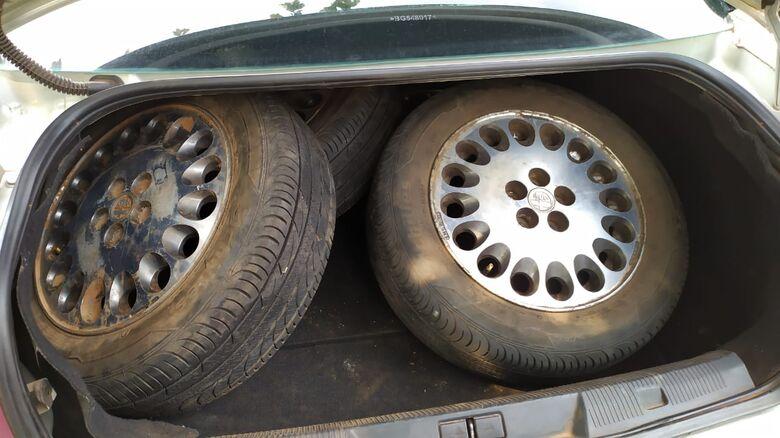 As rodas do Alfa Romeu que estavam no porta-malas de um Citroën - Crédito: Maycon Maximino