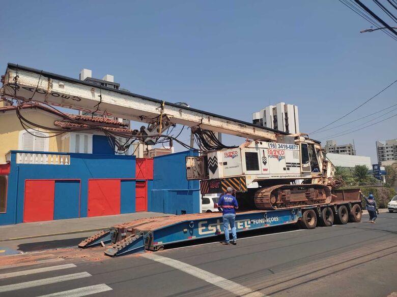 Máquina de grande porte fará manobras e interditará a rua 15 de Novembro - Crédito: Divulgação