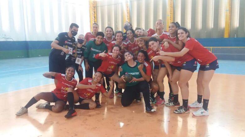 Equipe são-carlense comemora a expressiva vitória frente Jundiaí - Crédito: Marcos Escrivani
