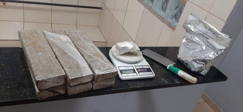 A droga apreendida na casa do suspeito de tráfico em Ibaté - Crédito: Maycon Maximino