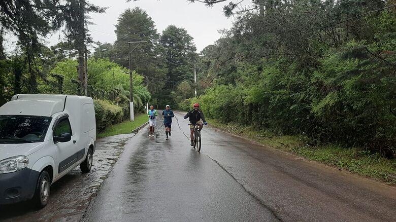 No penúltimo dia, chuva e barro: mas nada segura nossos peregrinos aventureiros - Crédito: Divulgação