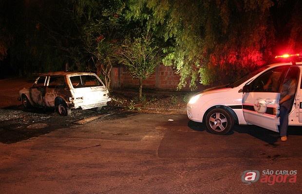 Polícia Cientifica chega ao local onde o carro foi encontrado para fazer a perícia -