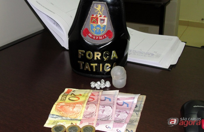 Pedras de crack apreendidas pela Força Tática no Tijuco Preto -