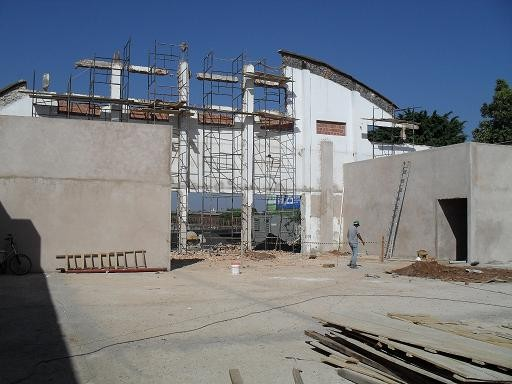 Unidade do Poupatempo sendo construída na cidade. Inauguração foi adiada mais uma vez. (foto: DBC) -
