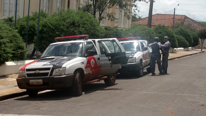 Policiais da Força Tática de São Carlos participaram da operação em Dourado -