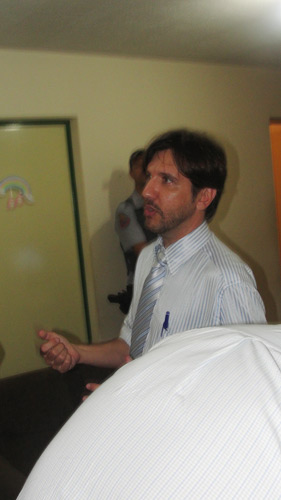 Delegado Gilberto de Aquino trabalha no apartamento onde a jovem foi encontrada morta -