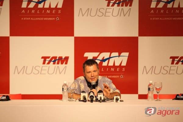 Bruce Dickinson em entrevista coletiva no Museu TAM -