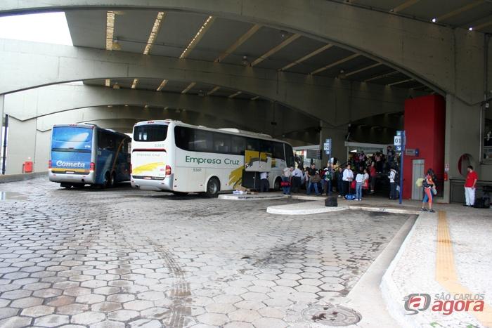 Movimento e intenso no terminal rodoviário de São Carlos -