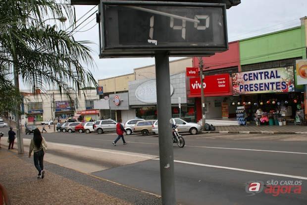 Termômetro na baixada do Mercado Municipal marcando 14º na manhã de hoje -