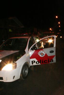 Policiais cercam a região onde o menor foi detido. -