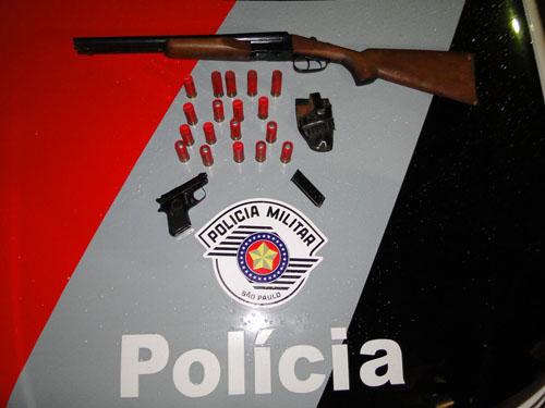 Armas e munições apreendidas com o acusado. Foto: Descalvado Agora -