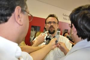 Novo secretário da saúde concede entrevista à imprensa. -