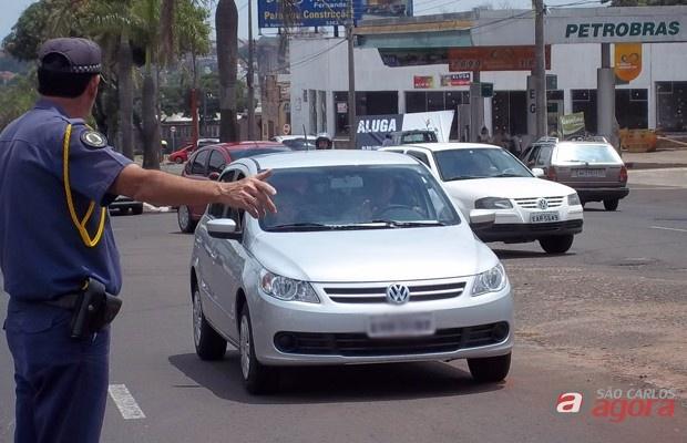 Guarda Municipal orienta o trânsito no local do acidente -