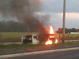 Internauta registra Kombi em chamas. (foto: Vlademir Ditomaso) -
