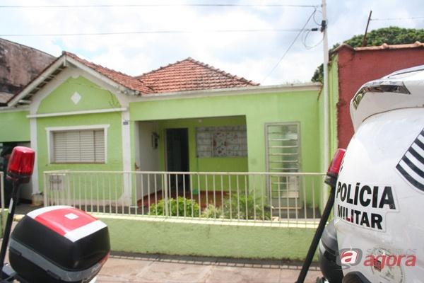 Veículo com suspeita de adulteração foi encontrado em residência na Vila Lutfala. -