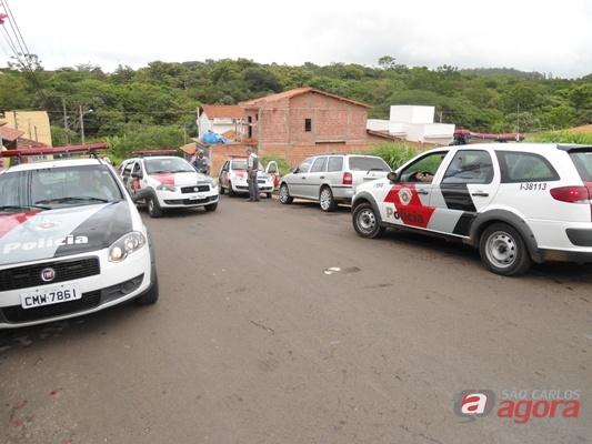 Policia Militar cercou o local em busca dos ladrões. (foto: Danilo Moreno) -