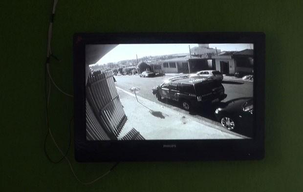 Casa possuí sistema de câmeras de monitoramento. -
