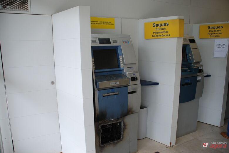 Ladrões arrombam caixa eletrônico do Banco do Brasil em Ribeirão Bonito (foto: Blog do Ronco). -