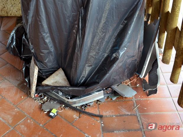 Bandidos danificaram o equipamento, mas fugiram sem levar nada. (foto: Laís Françoso/G1) -