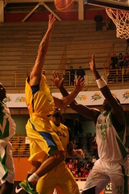 Brasil vence mais uma no Super Four de Basquete. (Fotos: Tiago da Mata / SCA) -
