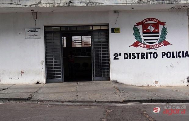 HOmem é detido após desacatar policiais no Gonzaga (Foto: Milton Rogério / SCA) -