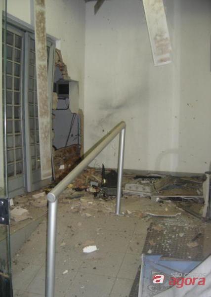 Estragos na agência do Bradesco. (Foto: Araraquara.com) -