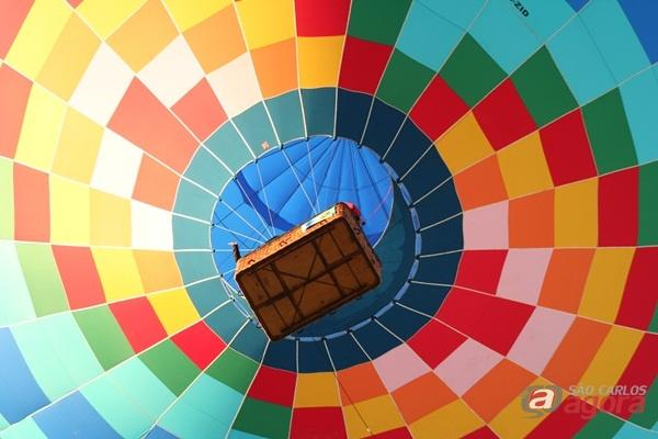 Balão durante voo na última quarta-feira.(Foto: Tiago da Mata / SCA) -
