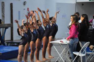 Meninas de São Carlos se apresentando nos Jogos Regionais, em Lins. (Foto: Divulgação) -