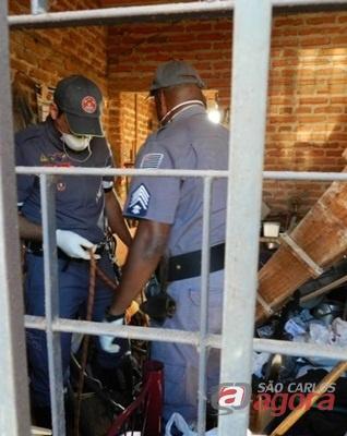 Homem foi encontrado pela irmã, que o visitava. (Foto: Araraquara.com) -