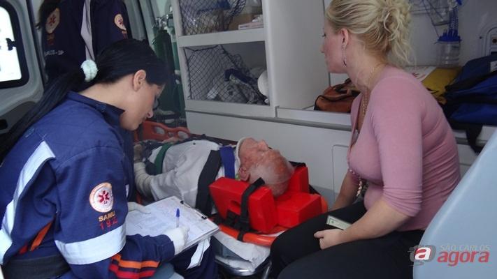 Idoso de 85 anos é atropelado na Vila Prado (Foto: Milton Rogério / SCA) -