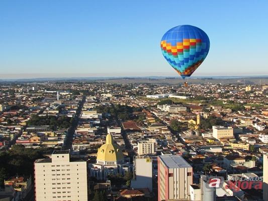 Centro de São Carlo visto do balão da Confederação Brasileira de Balonismo (CBB) - (Foto: Tiago da Mata / SCA) -