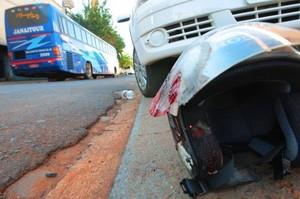 Enfermeira morre após moto ser arrastada por ônibus (Foto:jornalacidade.com.br) -