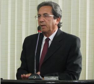 Dr. Normando Lima durante sessão na Câmara Municipal de São Carlos. (Foto: Tiago da Mata / SCA) -