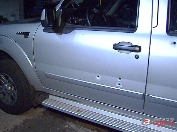Caminhonete do capitão foi atingida por vários tiros. (foto Coloraboração EPTV). -