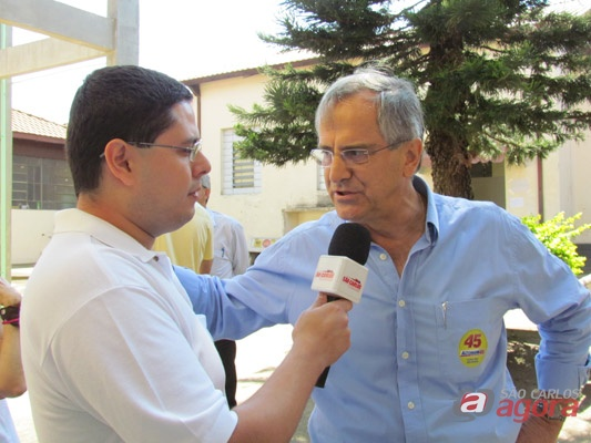 Repórter Rafael Pizza faz entrevista ao vivo com Paulo Altomani. (foto Tiago da Mata). -