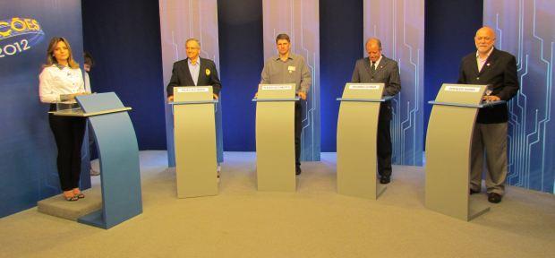 Paulo Altomani (PSDB), Flávio Lazzarotto (PSOL), Eduardo Cotrim (PMDB) e Oswaldo Barba (PT) em debate realizado pela EPTV São Carlos (Foto: Tiago da Mata / SCA) -