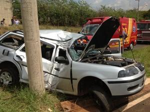 Gestante de cinco meses morreu após colisão contra poste. (foto Felipe Turioni/G1) -
