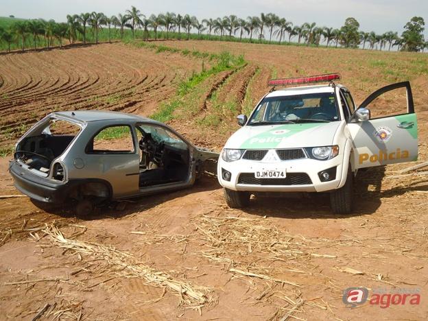 Polícia Ambiental apreende carro depenado em Rio Claro. (Foto colaboração: Canal Rio Claro) -