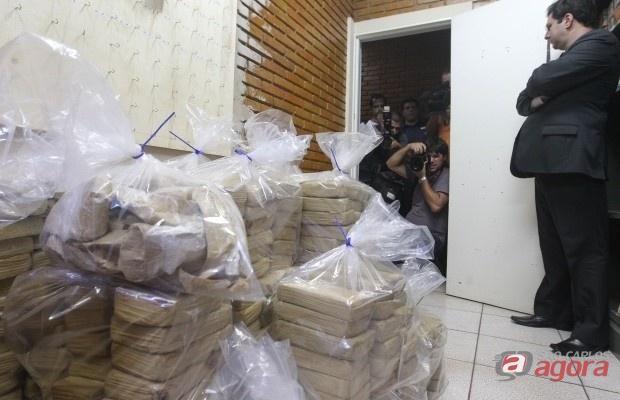 Droga estava escondida no fundo falso do baú do caminhão (Foto:jornalacidade.com.br) -
