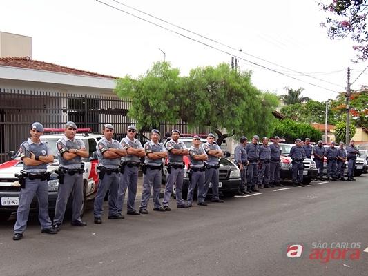 Equipes de Força Tática de São Carlos, Araraquara e Barretos participaram de operação nesta terça-feira (27), em São Carlos. (foto Milton Rogério. -